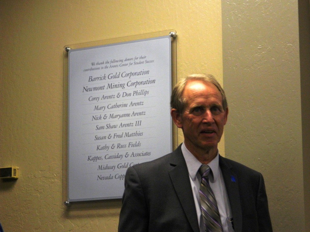 Russ Fields, Director of the Mackay School of Earth Sciences and Engineering unveils the plaque honoring the sponsors.