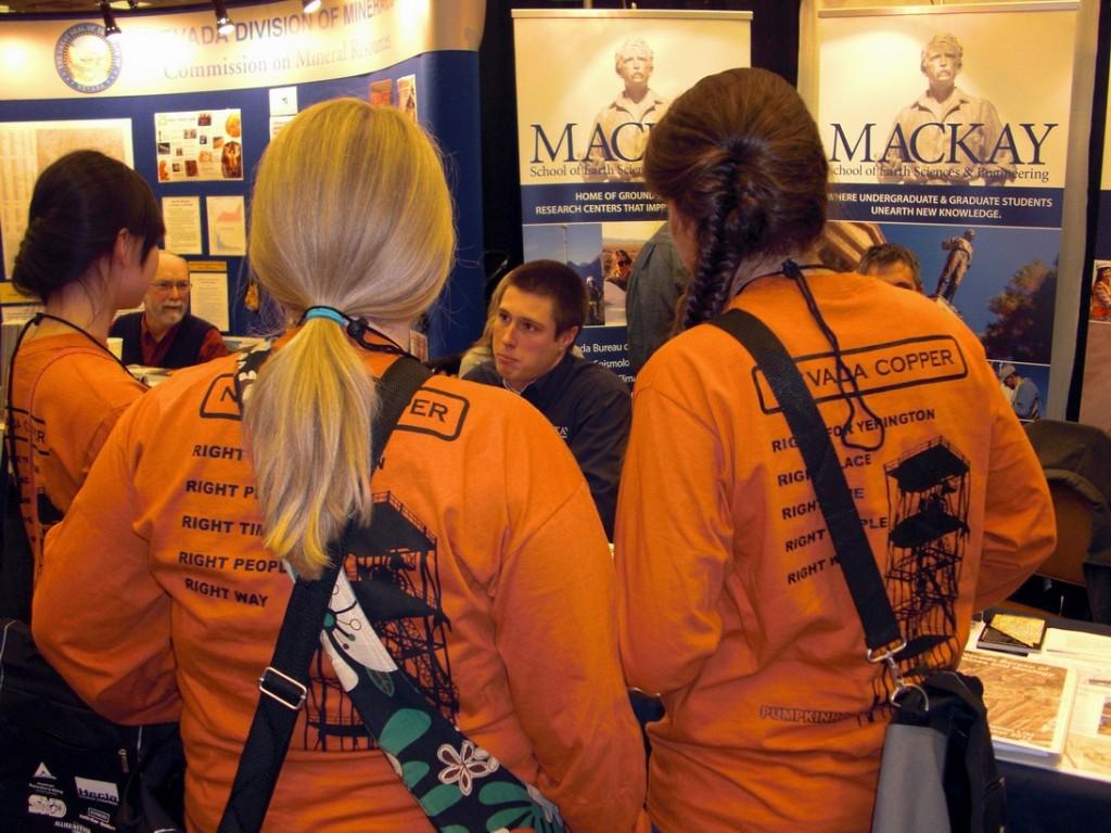 YHSMiningExpo-MackayBooth20141204